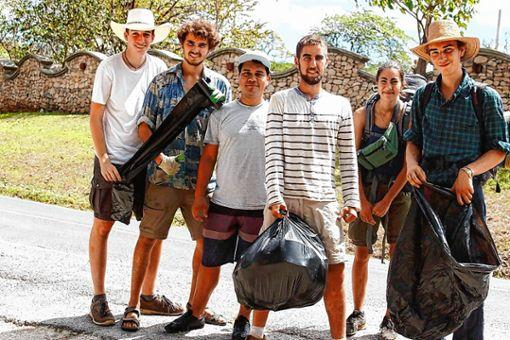 """Die """"weltwärts""""-Freiwilligen im Kampf gegen illegale Müllhalden   Foto: zVg/Simon Linke Foto: Die Oberbadische"""