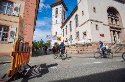 Die elfte Auflage des slowUp Basel-Dreiland führte am Sonntag erstmals mitten durch Lörrach. Foto: Kristoff Meller Foto: mek