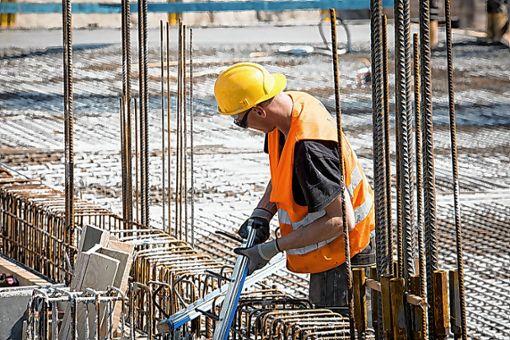 Facharbeiter in der Bauwirtschaft zu finden, wird laut einer aktuellen Statistik immer schwieriger.  Die IG BAU fordert attraktive Löhne und Arbeitsbedingungen, um mehr Nachwuchs für die  Branche zu gewinnen.   Foto: zVg Foto: Die Oberbadische