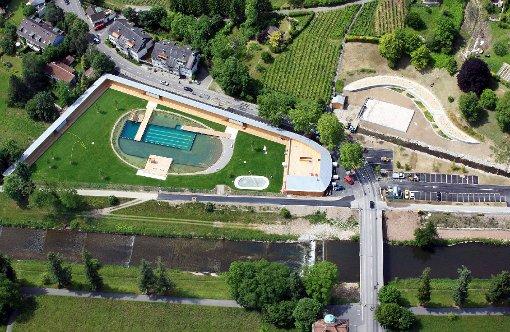 Das Riehener Naturbad hat sich laut dem Betreiber zu einem Treffpunkt für Jung und Alt gemausert.  Foto: Erich Meyer Foto: Die Oberbadische