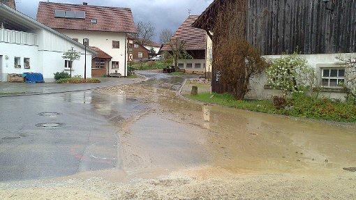 Ein Starkregen sorgte in dieser Woche in Schallbach für Überschwemmungen.   Foto: zVg Foto: Weiler Zeitung