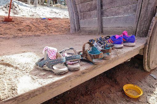 Schuh und Strümpfe aus und dann in der Sandkiste spielen – auch das gab es im Kinderferienprogramm.   Foto: zVg Foto: Die Oberbadische