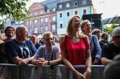 Impressionen des Stimmen-Konzerts mit Dweezil Zappa auf dem Marktplatz. Foto: Kristoff Meller Foto: mek