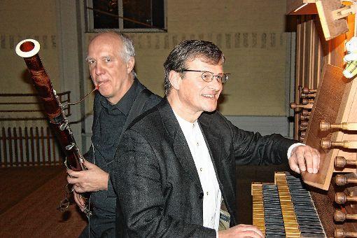 Ungewöhnliche Klanggefilde durchstreiften Christian Rabe  und Herbert Deininger (r.)   in der Christuskirche.    Foto:  Walter Bronner Foto: Die Oberbadische