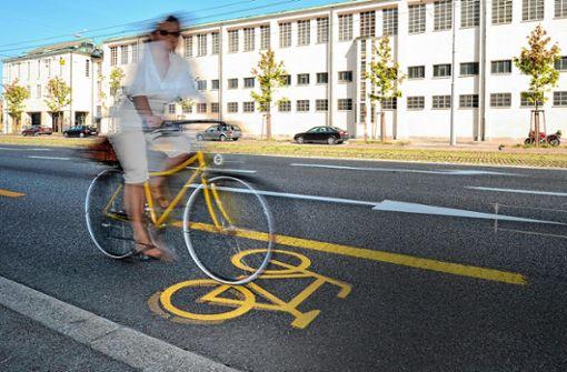 """""""Fußgängern und Radfahrern wird bei der Verkehrsplanung ein zu geringer Stellenwert eingeräumt. (Symbolbild) Foto: Juri Weiss"""