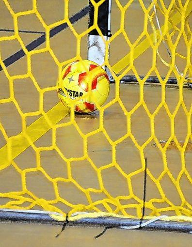 Auch in der Endrunde muss der Futsal in den  Maschen versenkt werden.  Foto: Bähr Foto: Die Oberbadische