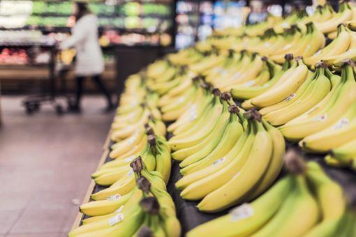 Wegen einer angeblichen Bananenspinne mussten Kunden und Mitarbeiter einen Supermarkt in Riederich verlassen. (Symbolfoto) Foto: StockSnap / Pixabay