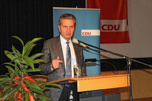 Günther Oettinger war zu Gast beim CDU-Kreisparteitag in der Stadthalle.   Foto: Saskia Scherer Foto: Markgräfler Tagblatt