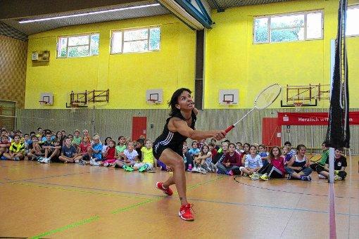Begeisterte die Gymnasiasten für ihre Sportart: Badmintonkoriphäe Nicole Grether.    Foto: Monika Weber Foto: Markgräfler Tagblatt