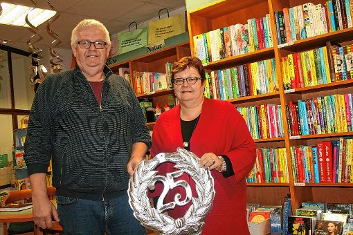 Seit 25 Jahren betreibt Marianne Berger, seit einigen Jahren mit Unterstützung von Ehemann Detlef, die Buchhandlung Berger in Kandern.              Foto: Ralph Lacher Foto: Weiler Zeitung