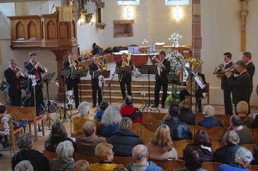 """Von leise bis kraftvoll reichte die Klangvielfalt, mit der die elf Musiker von """"Querblechein"""" die Grenzacher Kirche ausfüllten.  Foto: Rolf Reißmann Foto: Die Oberbadische"""