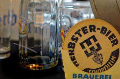 Einen Blick zurück wirft die neue Sonderausstellung der Stadt auch auf ein Stück Brauereigeschichte.   Foto: Jürgen Scharf Foto: Markgräfler Tagblatt