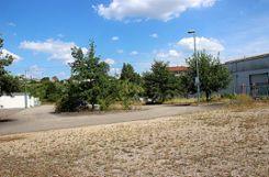 Das Areal zwischen Lofo-Garagen und Ultralen will Würzburger kaufen, um für die Firma Parkplätze anlegen und ein Verwaltungsgebäude bauen zu können. Beides war bisher auf dem Lofo-Gelände untergebracht.   Foto: sif Foto: Weiler Zeitung