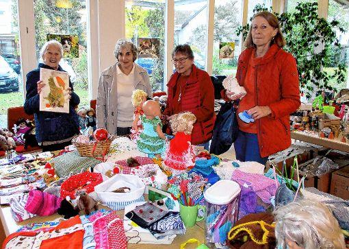 Eine Fundgrube für schöne Geschenke war für viele Besucher wieder der traditionelle, vorweihnachtliche Katzenbasar der Markgräfler Katzenfreunde.   Foto: Renate Wendt Foto: Weiler Zeitung