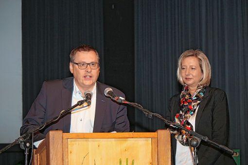 Matthias und Esther Fickenscher stellten beim Neujahrsempfang die Firma H2O vor. Foto: Anja Bertsch