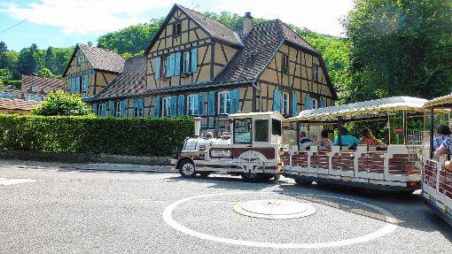 """Durch malerische Ecken fuhr der  """"Petit Train"""" in Ribeauville.  Foto: Vera Winter Foto: Markgräfler Tagblatt"""