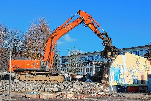 Der mehr als 60 Jahre alte Bau 45 ist seit gestern endgültig     Geschichte.   Foto: Tim Nagengast Foto: Die Oberbadische