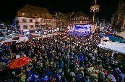 Abendkonzert auf der großen Bühne am Alten Markt mit den Guggemusiken Tschäddärä und Schlossbärghüüler. Foto: Kristoff Meller  Foto: mek