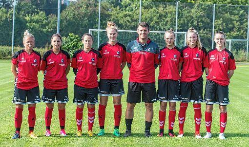 Sportclub-Coach Jens Scheuer und die Neuzugänge des Bundesligisten.   Foto: zVg Foto: Die Oberbadische