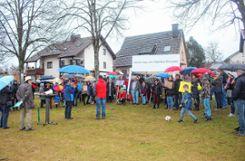 Ein fehlendes Konzept für die  Stadtplanung  bemängelten die Bürger, die dem Aufruf der Bürgerinitiative gefolgt  und auf dem Oberfeldplatz erschienen waren.   Fotos: Anja Bertsch Foto: Markgräfler Tagblatt