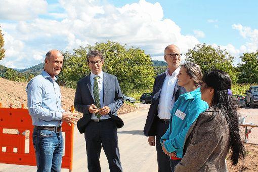 Umweltstaatssekretär Andre Baumann (Zweiter von links) war zu Gast in Hägelberg.    Foto: zVg Foto: Markgräfler Tagblatt