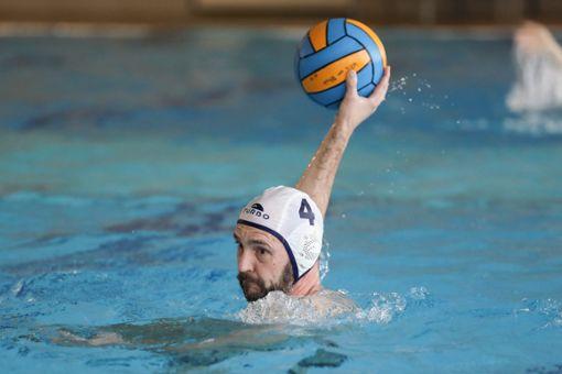 SSG-Wasserballer Thomas Volkner in Aktion.      Foto: Grant Hubbs Foto: Die Oberbadische