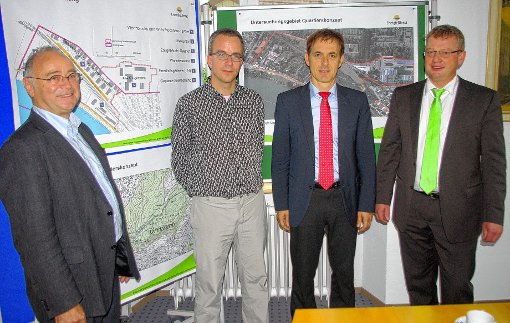 Das integrierte Energiekonzept für das neue Wohnquartier am Hornacker stellten Architekt Rolf Disch, Christian Geser, Jörg Lutz und Klaus Nerz (von links) vor.  Foto: Rolf Reißmann Foto: Die Oberbadische