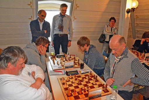 Begeisterte Schachspieler gaben sich übers Wochenende ein Stelldichein im Wasserschloss.   Foto: Heinz Vollmar Foto: Die Oberbadische