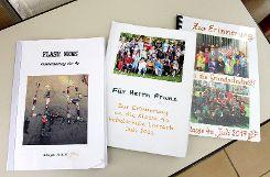 Zum Ende des Schuljahres basteln die Kinder ihrem Hausmeister regelmäßig Bücher. Foto: Nele Höfler Foto: mek