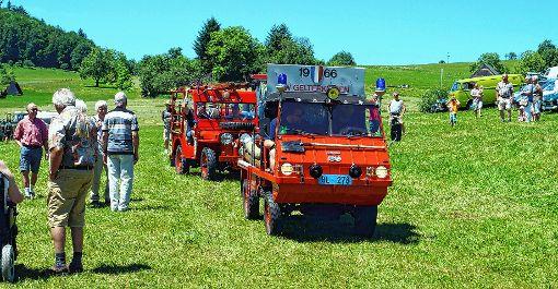 Feuerwehr-Oldtimer aus Gelterkinden in der Schweiz fuhren in Sitzenkirch vor.   Foto: Silke Hartenstein Foto: Weiler Zeitung