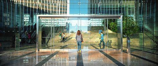 Mae (Emma Watson) auf dem Weg zu ihrer neuen Arbeit beim Circle.    Foto: zVg/Universum Film Foto: Die Oberbadische
