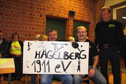 Ein Transparent brachten Zuhörer am Dienstagabend mit in die Gemeinderatssitzung.  Fotos: Harald Pflüger Foto: Markgräfler Tagblatt