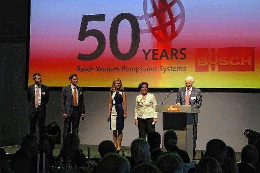 Haben Grund zum Feiern: (von links)  Kaya Busch, Sami Busch, Ayla Busch, Ayhan Busch und Dr.-Ing. Karl Busch.    Foto: Hans-Jürgen Hege Foto: Markgräfler Tagblatt