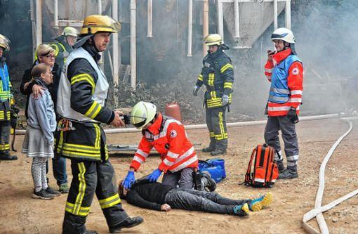 """Bei der Großübung boten sich """"dramatische Szenen"""".    Foto: Joachim Pinkawa Foto: Weiler Zeitung"""