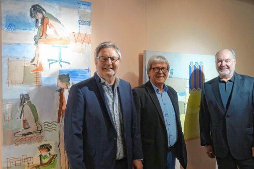 Der Maler Bruno Haas, Bernd Ruch, Inhaber von Lohmüller Licht & Wohnen (l.) und Laudator Wolfgang Lohmüller (r.) freuten sich über die gelungene Geburtstagsausstellung.  Foto: Jürgen Scharf