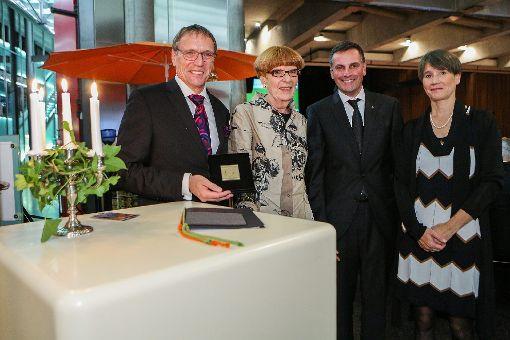 Den Bürgerpreis erhielt Gudrun Schubert (2.v.l.) von André Marker (l.)  und Ute Lusche. Die Laudation hielt Pfarrer Thorsten Becker. Foto: Die Oberbadische
