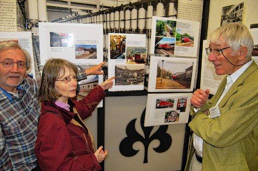 Eine Ausstellung mit Fotos und Schriften dokumentiert bis 18. Mai im Wiesentäler Textilmuseum in Zell die 30-jährige bewegte Geschichte der IG Pro Schiene Wiesental Dreiland.   Foto: Peter Ade Foto: Markgräfler Tagblatt