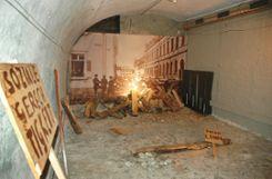 Im Kellergeschoss wird die politische Auseinandersetzung thematisiert. Foto: Marco Fraune