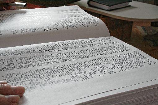 Die Liste scheint endlos: Bühlers Hebel-Register könnte sich als wahre Fundgrube für Forscher erweisen.  Fotos: Ingmar Lorenz Foto: Markgräfler Tagblatt