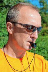 Paul Selzer, zweiter Vorsitzender des Schwimmsportvereins  Grenzach, ging als Startgeber nie die Puste aus. Foto: Die Oberbadische