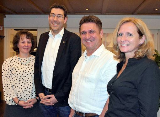 Der neue Vorstand (von links) mit Doris Jaenisch, Thomas Graw, Marc Renk und Susanne Welte will den Club mit neuen Mitgliedern verjüngen.     Foto: Horst Donner Foto: Die Oberbadische