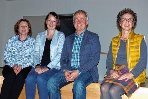Der neue Elternbeirat der Grundschule Vorderes Kandertal (von links): Steffi Wiedemann, Silvana Neugebauer, Rektor Reiner Kaiser und Konrektorin Eveline Bayer. Foto: zVg