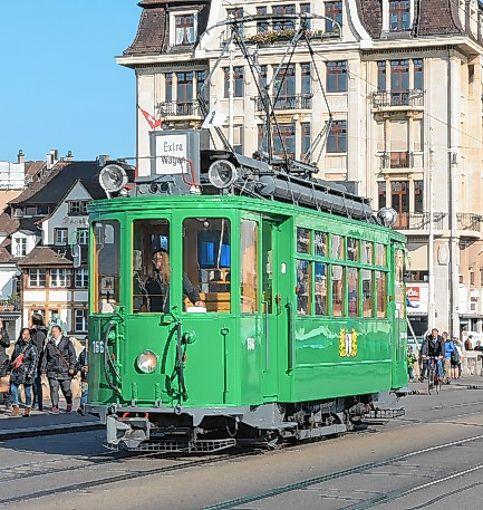 Angeboten werden auch Fahrten mit der historischen Tram.    Foto: Michael Werndorff Foto: Die Oberbadische