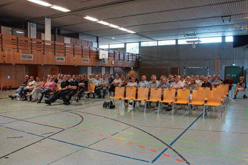Interessiert wurde die Vorstellung der Hallenpläne verfolgt.     Foto: Verena Wehrle Foto: Markgräfler Tagblatt