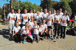 18 Mitarbeiter der AFT (und zwei ihrer Kinder) machten sich für einen guten Zweck auf die Socken.    Foto: zVg Foto: Markgräfler Tagblatt