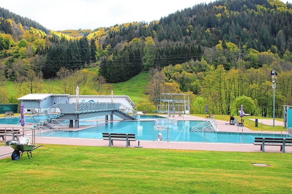 Schwimmbad Offen