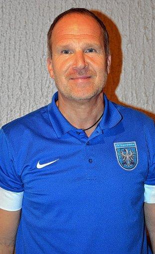 Für Trainer Andreas Nagy ist der Aufstieg seiner Mannschaft des FV Degerfelden eine klare Sache.   Foto: Heinz Vollmar Foto: Die Oberbadische