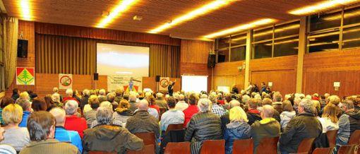 """Rund 300 Besucher kamen zur Vorführung des Films """"End of Landschaft - Wie Deutschland sein Gesicht verliert"""" in die Tegernauer Mehrzweckhalle. Foto: zVg"""
