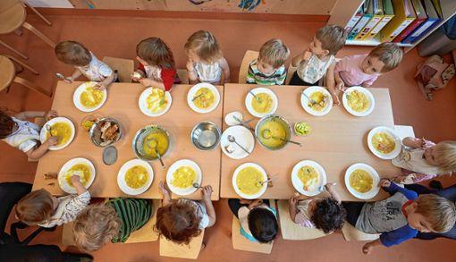 Im Kindergarten Wintersweiler steigen die Preise für das Essen.   Symbolbild: sba Foto: Weiler Zeitung