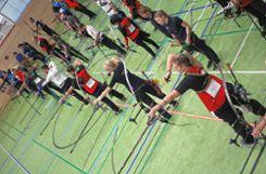 Pfeil und Bogen: In der Zeller Stadthalle stellen sich acht Mannschaften zum Wettkampf auf.   Fotos: Gerd Lustig Foto: Die Oberbadische